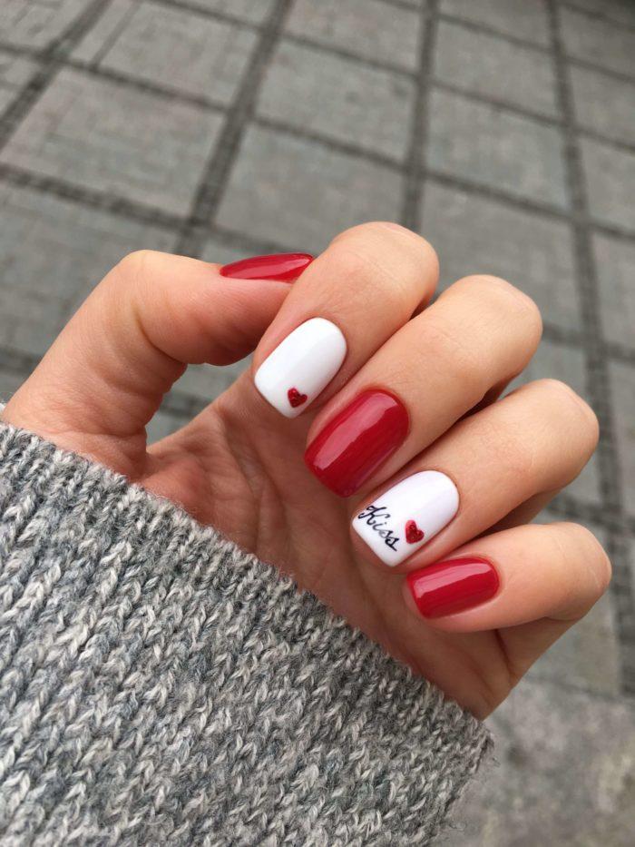 Бело-красный маникюр